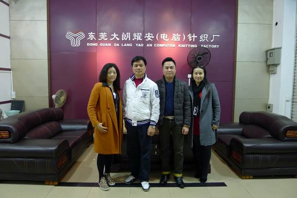 香港服装学院院长周世康到东莞大朗耀安针织厂调研