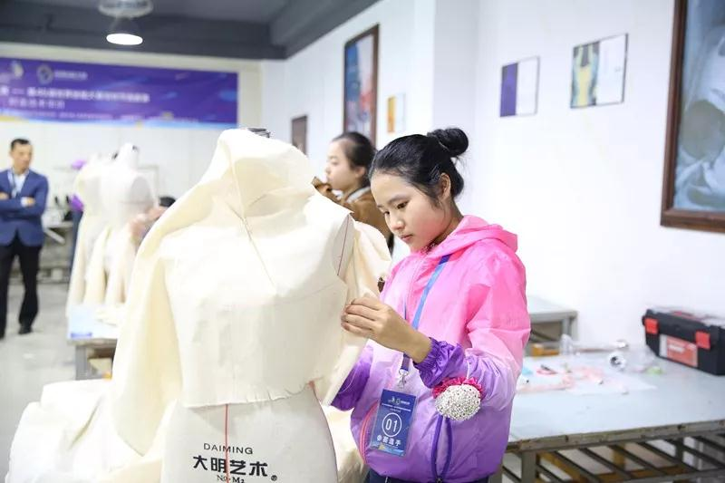 喜报 | 香港服装学院深圳分院朱华钰勇夺世界技能大赛时装技术深圳选拔赛第一名