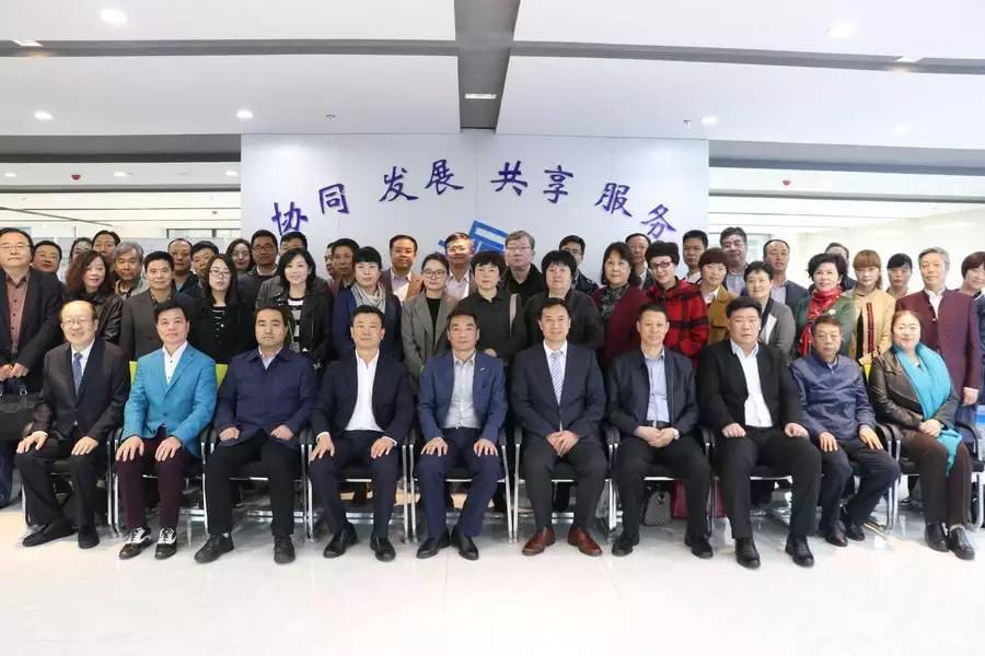 陕西服装创新大会在咸阳吹响集结号 香港服装学院在陕西设立分院