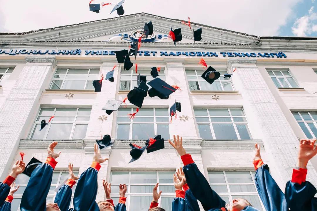 最低14万!大专成考等学历均可衔接,拿下教育部认可的国外学历~